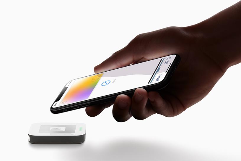Apple-Card_hand-iPhoneXS-payment_032519_big.jpg.large-1